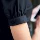Dettaglio camicia da divisa donna elegante, maniche corte a sbuffo, vestibilità regular, colore nero, tessuto cotone poliestere, easy iron