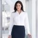 Camicia da divisa donna elegante, maniche lunghe, modello semi-fit, colore bianco, tessuto cotone, easy iron, gonna elegante blu